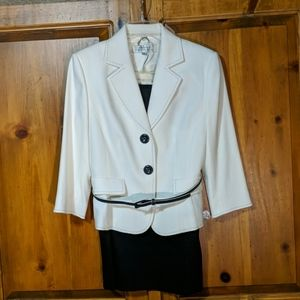 Tahari Arthur S Levine Sophisticated Suit Size 6